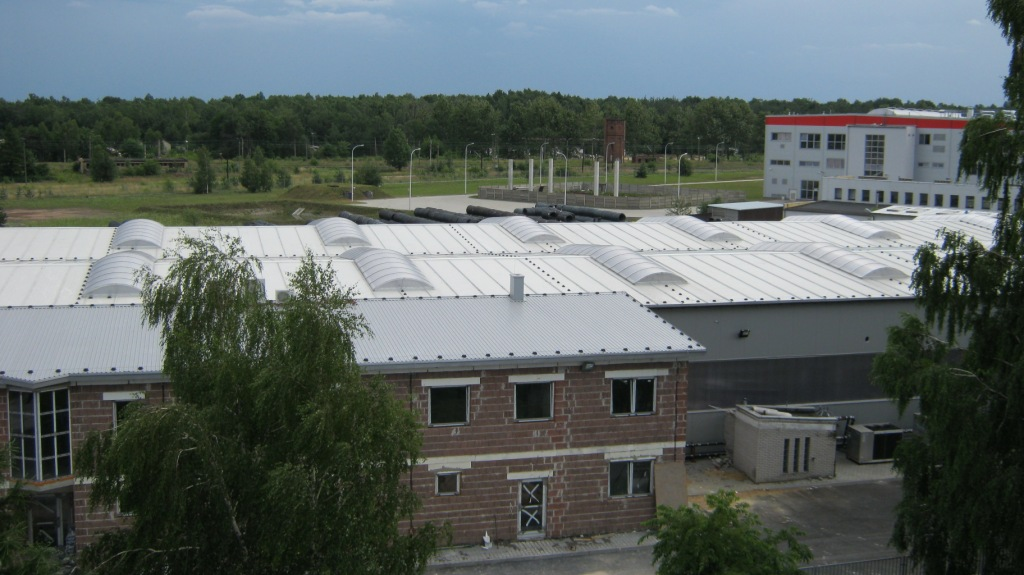 Dach przemysłowy wraz z świetlikami